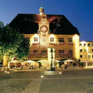 Rathaus_front_large
